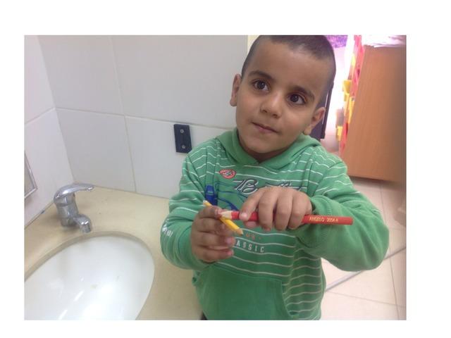 צחצוח שיניים by Shada Asakly