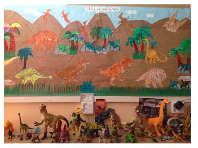 Els Dinosaures by Escola Enric
