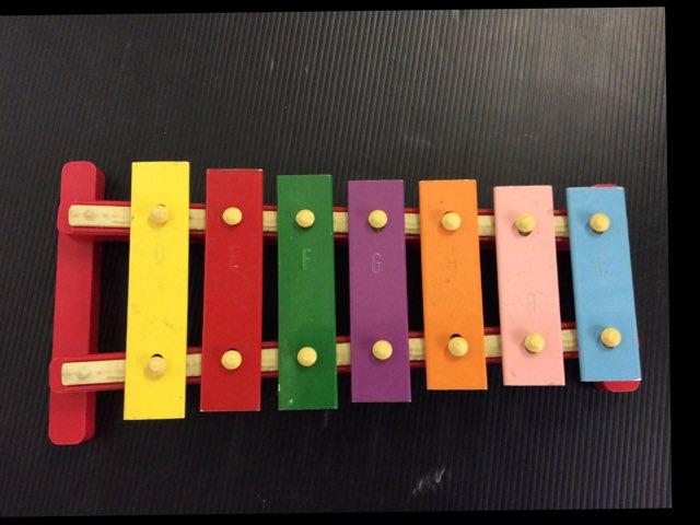 משחק כלי מוסיקה by Sara Bencher