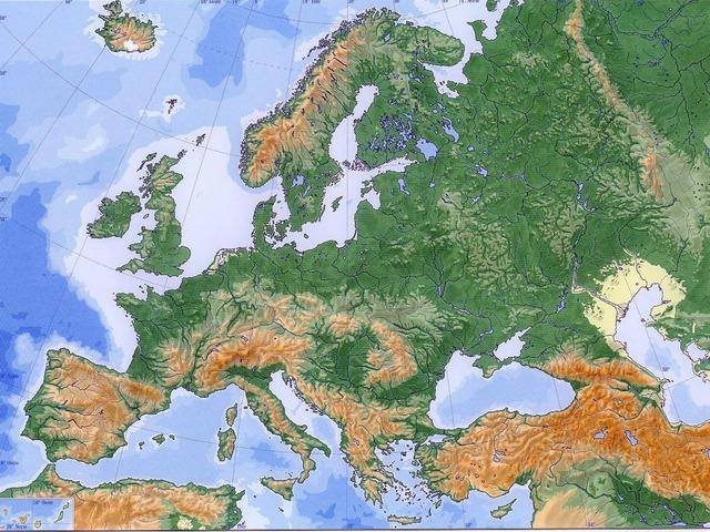 Sistemas Montañosos De Europa by Pablo Hernandez Cejudo