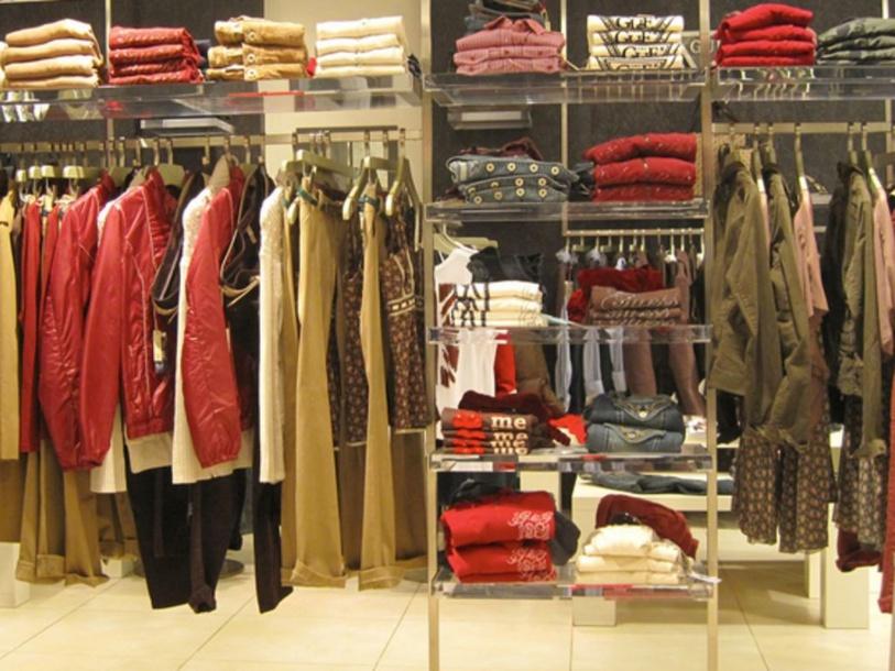 CLOTHES SHOP by Alba Giménez
