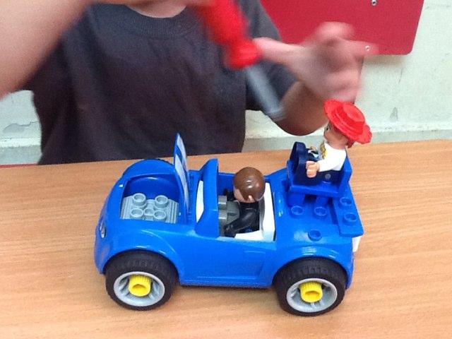 נהוראי משחק  באוטו וסוס by ורדה לביא