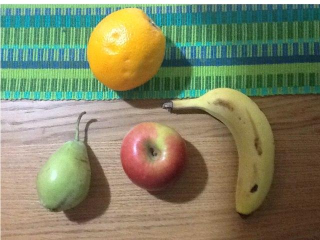 שאלה, צבעי הפירות by Moshe Benpaz