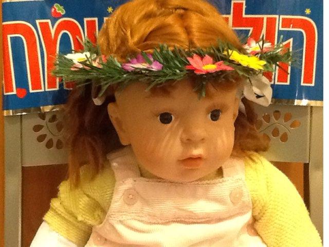 תרחיש  יום הולדת  לנועה  הבובה by Ira Skaliter